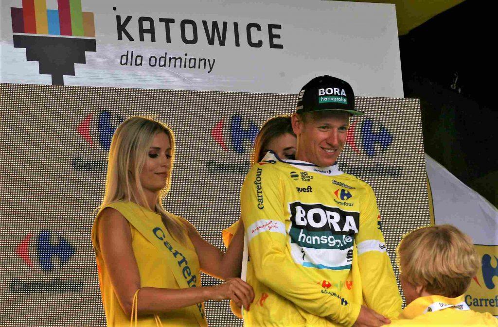 Pascal Ackermann man hat wegen eines Vertsoßes von Sam Bennett die 9. Etappe der Vuelta a Espana gewonnen.